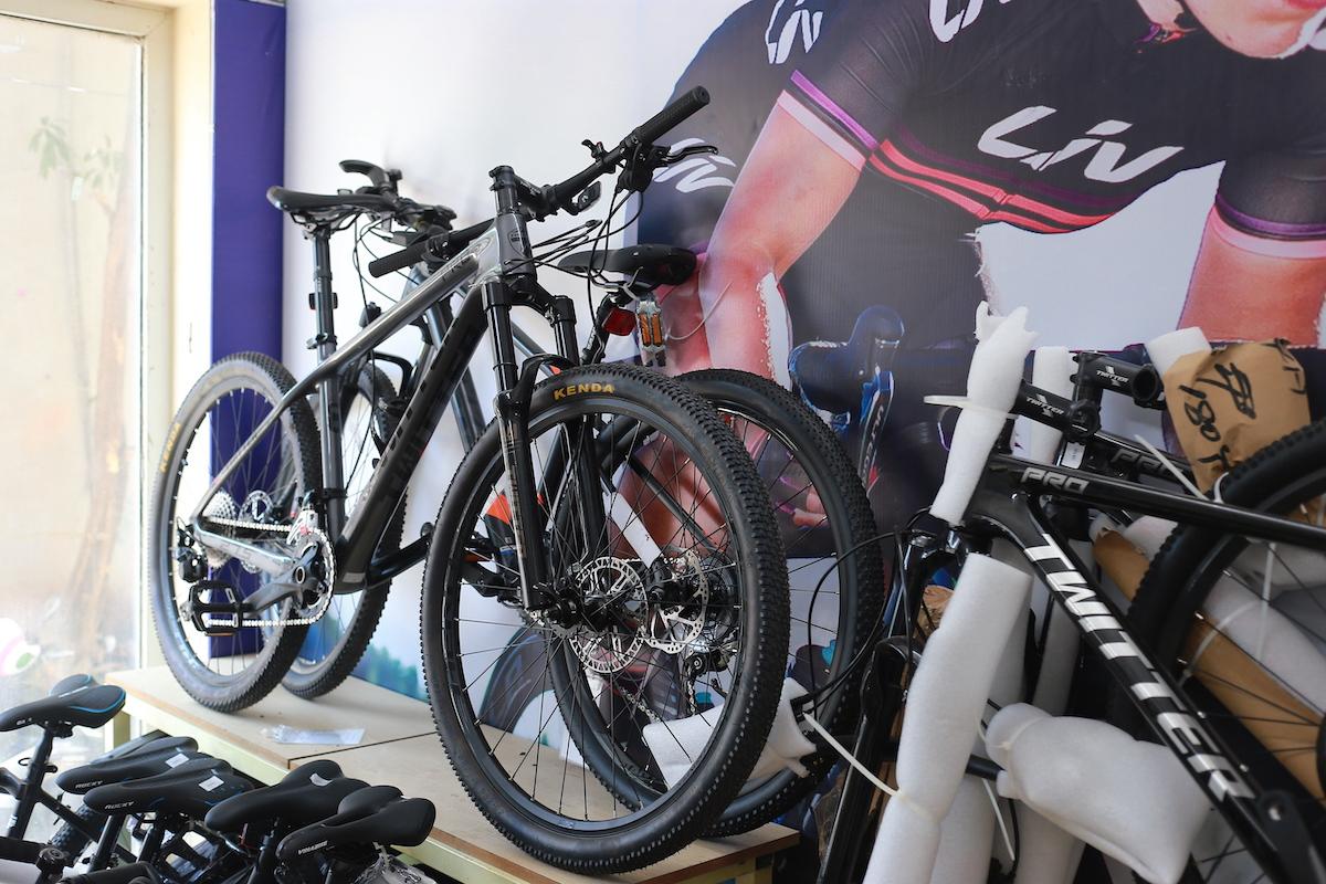 Xe đạp được bay bán tại một cửa hàng ở Hà Nội.