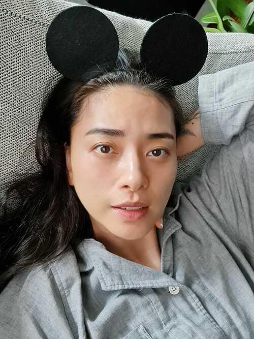Ngô Thanh Vân selfie với mặt mộc và giữ tinh thần lạc quan: Ở nhà nhưng phải nghĩ tích cực. Mọi việc rồi sẽ qua, mọi thứ rồi sẽ ổn.