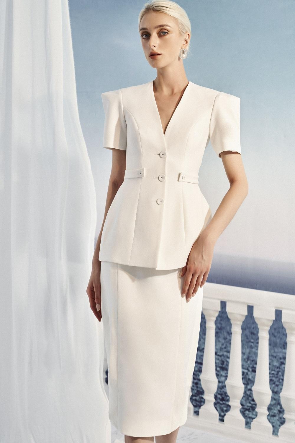 Cinque Terre lột tả diện mạo của nữ doanh nhân thời thượng, không ngừng tìm kiếm những phiên bản độc đáo của bản thân qua thời trang.