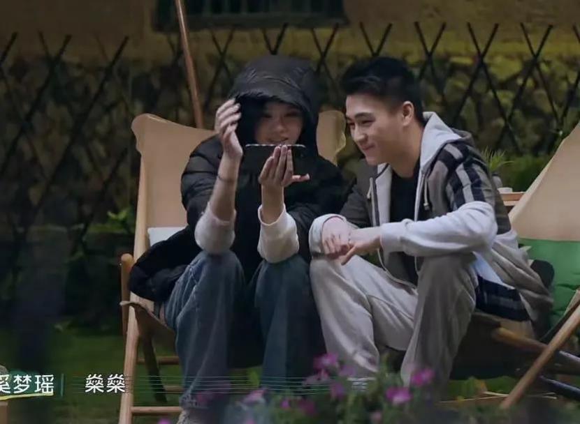 Hề Mộng Dao và ông xã Hà Du Quân khi tham gia một show truyền hình năm 2020.