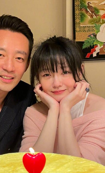 Từ Hy Viên bên chồng trong kỷ niệm 10 năm ngày cưới, đầu năm nay.