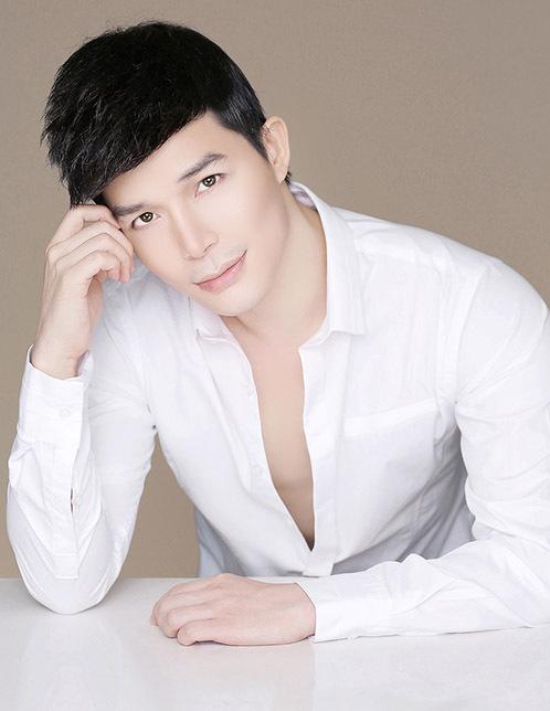 Ca sĩ Nathan Lee.