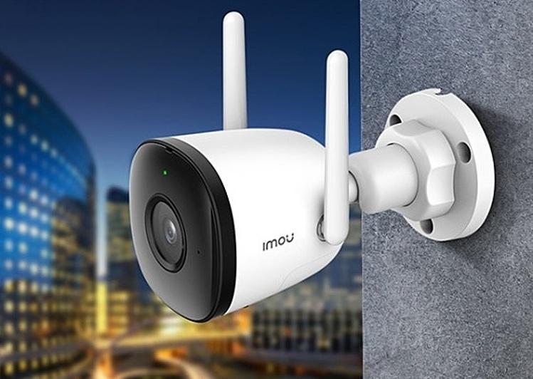 Camera IP WIFI Imou thân trụ Bullet 2C IPC-F22P giám sát thông minh với công nghệ phát hiện con người bằng AI. Với thiết kế chống nước chống bụi IP67, camera có thể lắp đặt trong nhà hoặc ngoài trời. Độ phân giải 1080P và chuẩn nén H.265. Cảm biến chất lượng cao và đèn hồng ngoại 10 mét có thể sử dụng ban đêm. Camera còn tích hợp mic, kết nối Wi-Fi. Video được lưu trữ và có thể truy cập qua dạng thẻ SD, NVR hoặc Cloud Storage. Sản phẩm bảo hành 2 năm. Giá gốc 1.444.800 triệu đồng, ưu đãi 34% còn 957.600 đồng.