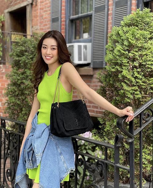gam xanh kích thích thị giác được Khánh Vân sử dụng cho áo thun ba lỗ, váy thun ôm khoẻ khoắn.