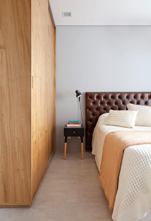 Chủ nhà sử dụng ít nội thất để căn hộ gọn gàng, sạch sẽ.