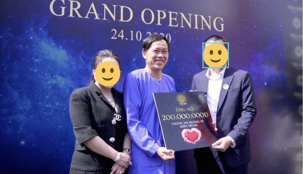 Hình ảnh Hoài Linh xuất hiện trong lễ khai trương một cửa hàng lan truyền trên mạng.