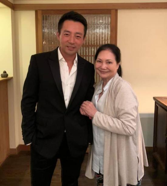 Bà Hoàng Xuân Mai và con rể Uông Tiểu Phi.