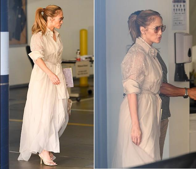 Jennifer Lopez vào một trường học ở Los Angeles.