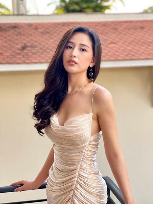 Mai Phương Thuý đụng váy Hoàng Thuỳ, Bảo Anh