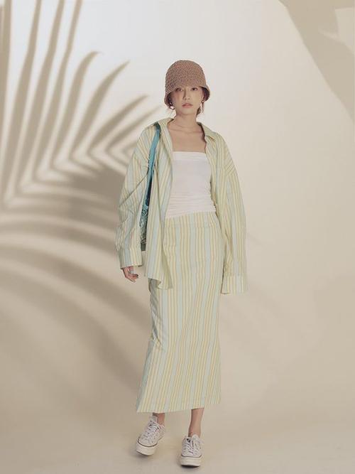 Cùng với linen là các trang phục được cắt may trên vải cotton có khả năng thấm hút mồ hôi cao.