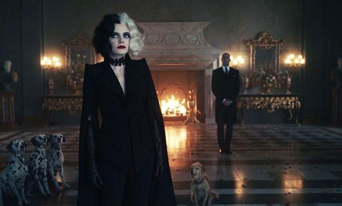 Nhà mốt sử dụng ba màu đỏ, trắng và đen để biểu trưng cho tính cách của nữ chính. Ở những mạch phim đen tối, u uất tông đen được khai thác triệt để.