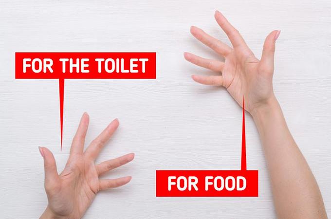 IndonesiaỞ một số nền văn hóa, người ta thường phân biệt hai tay, một tay để vệ sinh và một tay để ăn uống. Indonesia là một trong số đó. Ở quốc gia này, theo quy tắc truyền thống, người ta sử dụng tay trái để đi vệ sinh và tay phải để ăn đồ ăn. Họ có thể thấy thật thô lỗ nếu bạn đưa đồ đạc cho họ bằng tay trái vì nó được coi là bàn tay vệ sinh. Tay phải dùng cho những công việc cao quý hơn như cúng và cầm đồ ăn.