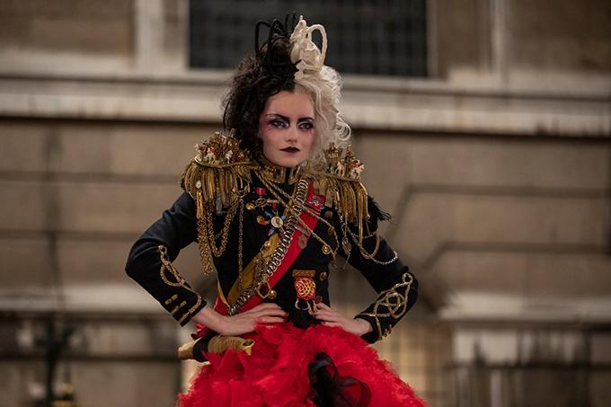 Trang phục ấn tượng trong phim Cruella - 1