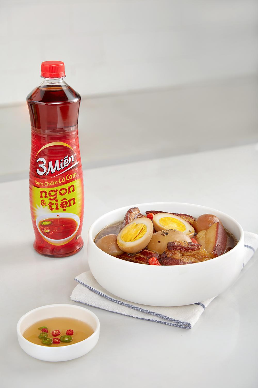 Món thịt kho tàu với trứng của Tuyết Phạm. Ảnh: Luận Nguyễn.