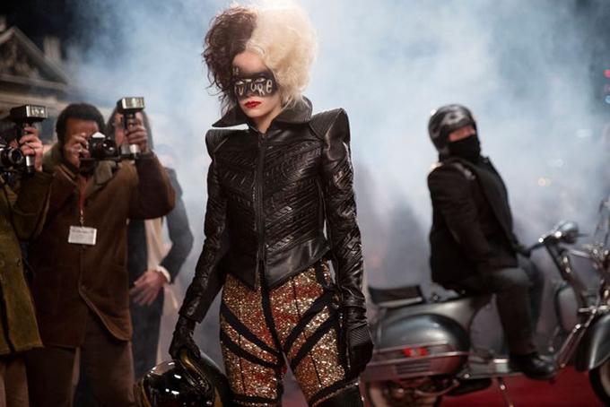 Trang phục trong phim được lấy ý tưởng và mô phỏng một cách tròn trịa thời trang vào giai đoạn thập niên 70 mang thẩm mỹ punk rock kì dị, cá tính.