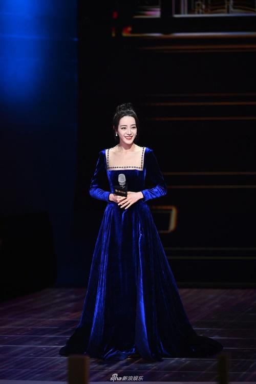 Tại LHP năm nay, Nhiệt Ba giới thiệu bộ phim mới Em là niềm tự hào của anh. Cô vào vai một minh tinh điện ảnh.