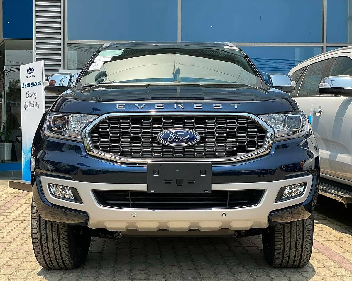 Ford Everest tại đại lý.