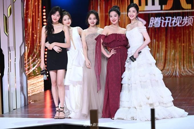 Năm người đẹp hoàn toàn mới của phần 3 phim Hoan lạc tụng (từ phải qua): Giang Sơ Ảnh, Dương Thái Ngọc, Trương Giai Ninh, Trương Tuệ Văn, Tôn Thiên.