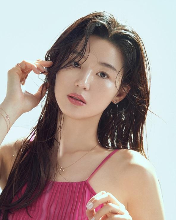 Jeon Ji Hyun phủ nhận ly hôn.