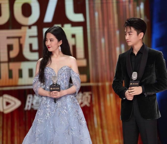 Ngoài sự kiện giới thiệu chung các phim, Trần Hiểu và Lưu Diệc Phi còn tham gia họp báo riêng của phim Mộng hoa lục vào cùng buổi chiều 7/6.