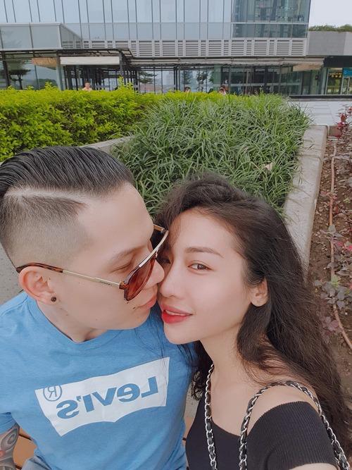 Hằng Bingboong và bạn trai Jeremy, Việt kiều Pháp bên nhau lúc dịch bệnh chưa bùng phát.