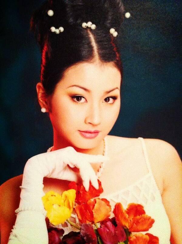 Ngoài thời trang, Uyển Nhi còn đóng phim Tội phạm của đạo diễn Trần Cảnh Đôn vào năm 1999.