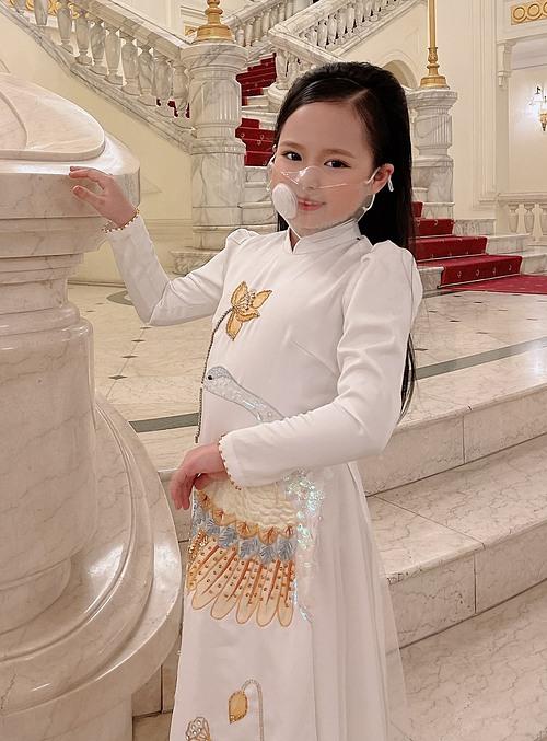 Á hậu nhí Hoàng Vân tham dự lễ ra mắt Quỹ vaccine phòng chống Covid-19.