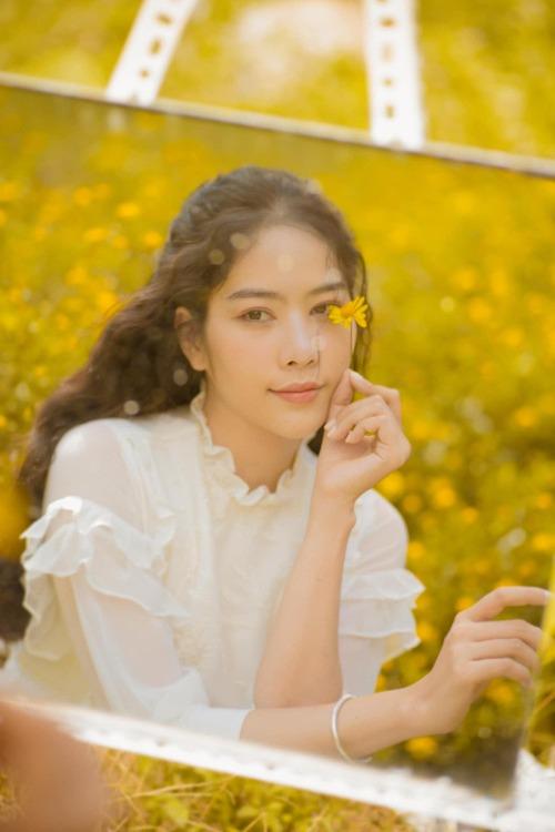 Hoa khôi Nam Em hóa nàng thơ trong bộ ảnh mới.