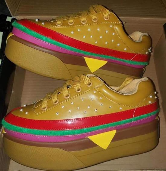 Đôi giày sinh động dành cho các tín đồ hamburger.
