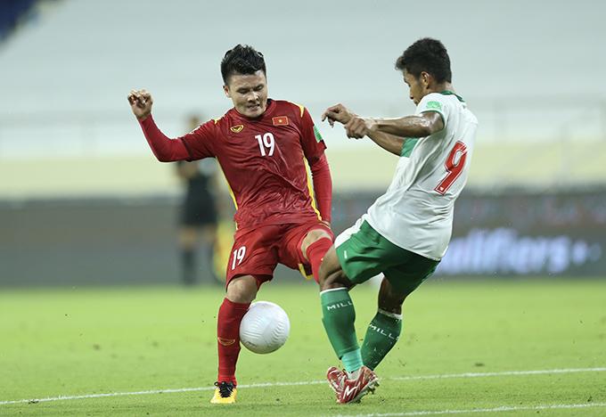 Tuyển Việt Nam nắm thế chủ động hoàn toàn trong hiệp một nhưng không ghi được bàn thắng trước sự chơi rắn của Indonesia. Ảnh: Lâm Thoả.