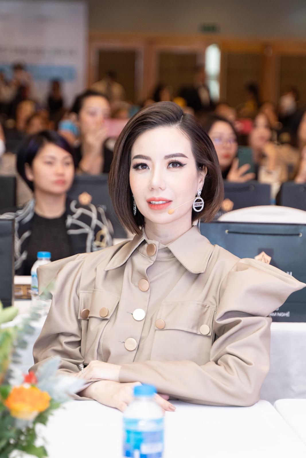 Bên cạnh việc kinh doanh, Phương Nhi còn làm diễn giả tại các cuộc thi về phun xăm thẩm mỹ.