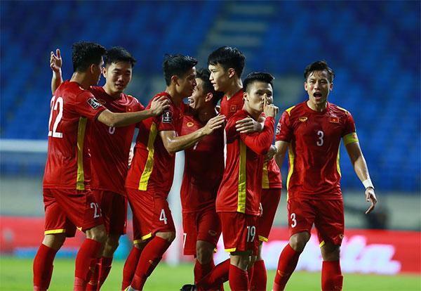 Tuyển Việt Nam có một hiệp hai bùng nổ, liên tiếp ghi bàn và giành chiến thắng đậm 4-0 trước Indonesia. Ảnh: Lâm Thỏa.