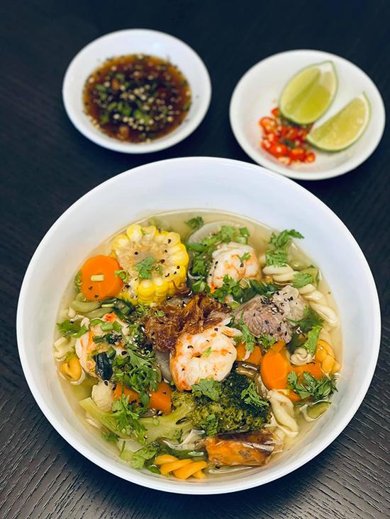 Đoan Trang chăm nấu đồ Việt trong những ngày ở Singapore - 6