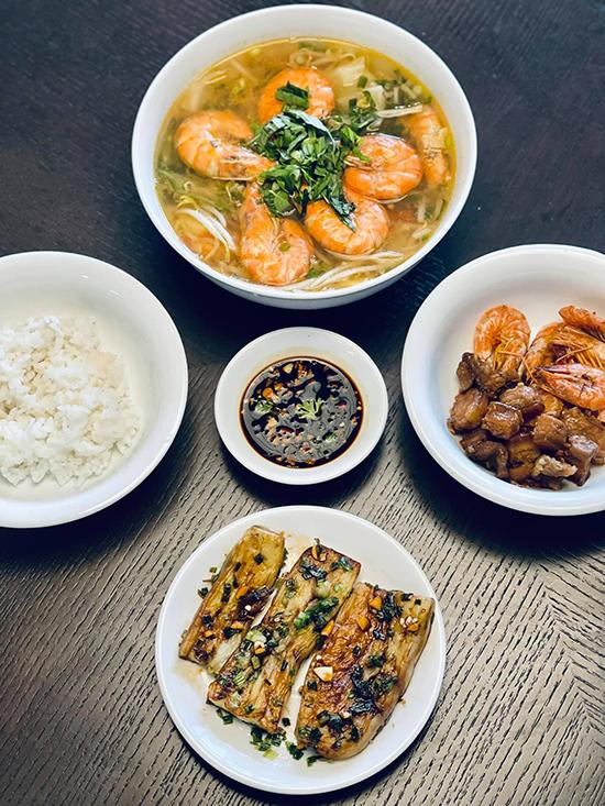 Đoan Trang chăm nấu đồ Việt trong những ngày ở Singapore - 3