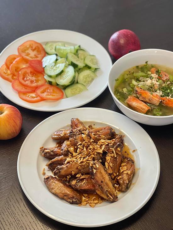 Đoan Trang chăm nấu đồ Việt trong những ngày ở Singapore - 9