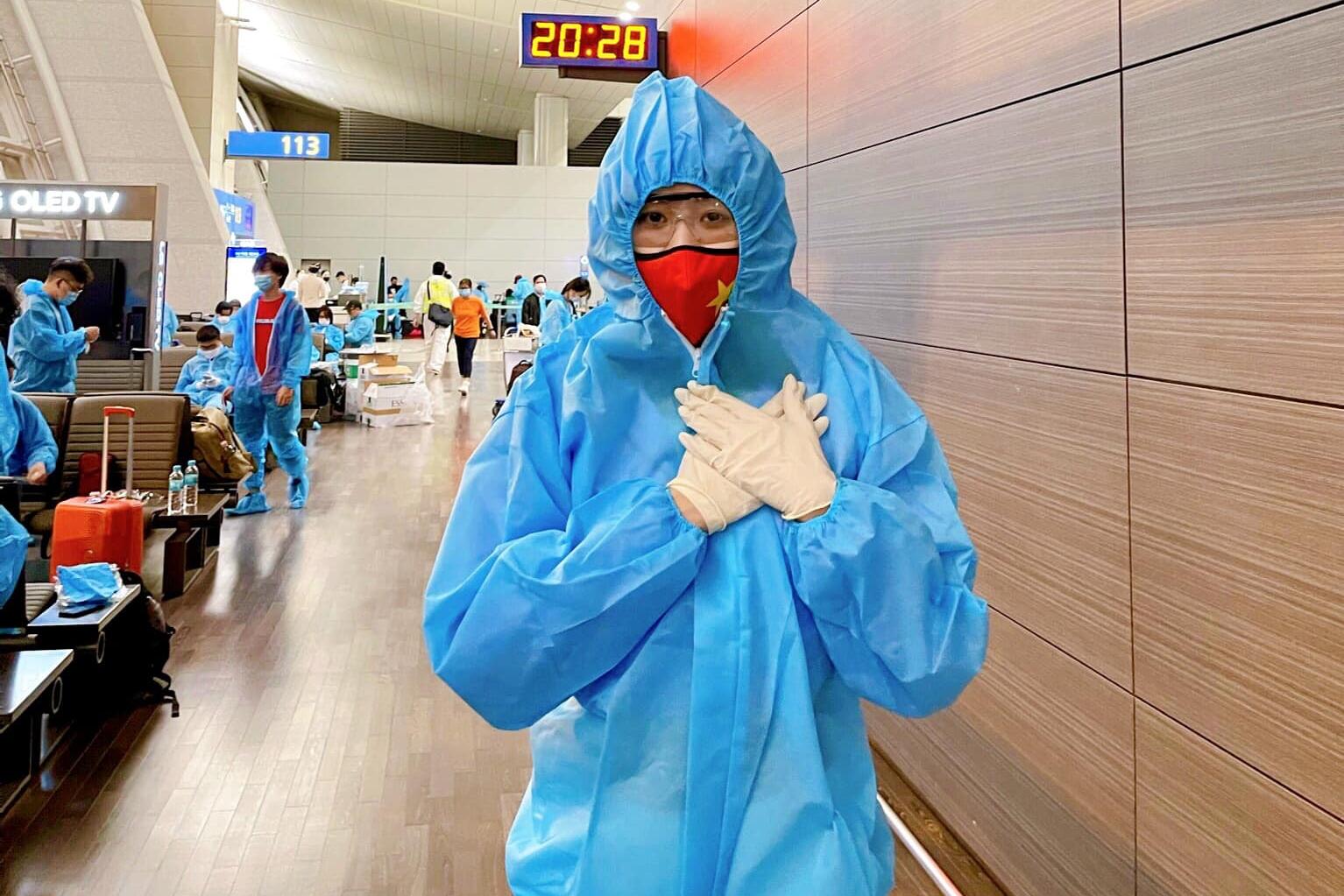 Khánh Vân tại sân bay Incheon, Hàn Quốc.