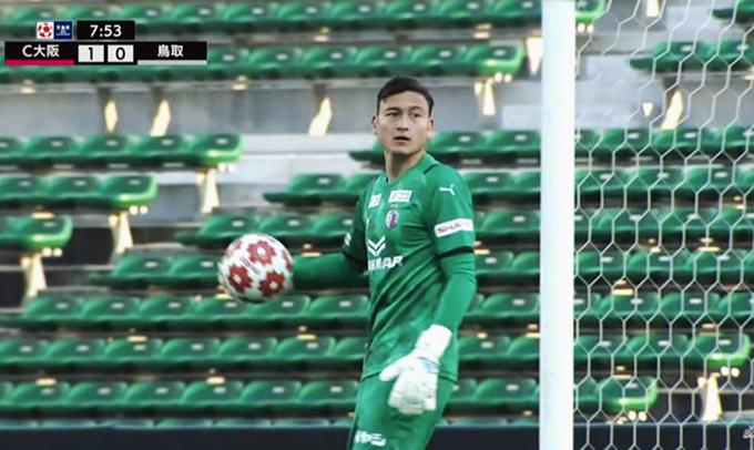 Văn Lâm trong trận đấu đầu tiên cho CLB Cerezo Osaka. Ảnh: CMH.