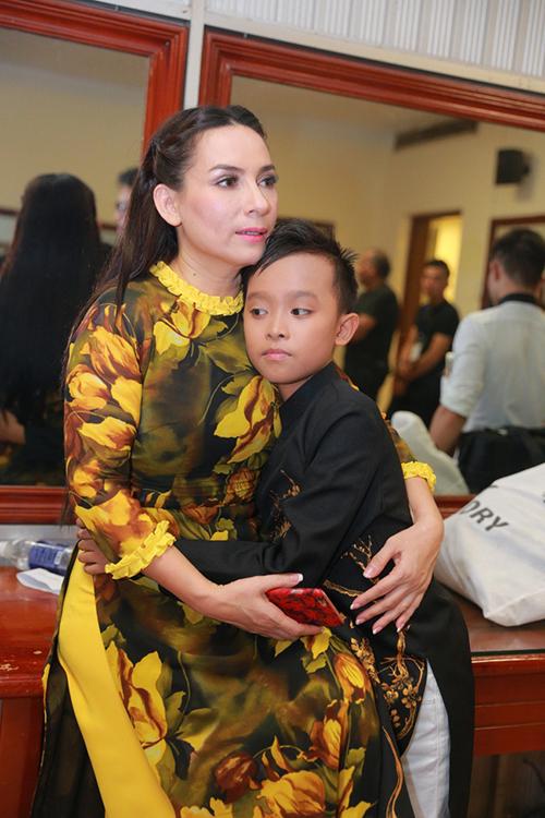 Nhờ sự dìu dắt của ca sĩ Phi Nhung, Hồ Văn Cường được góp mặt trong nhiều chương trình ca nhạc uy tín. So với các thí sinh cùng mùa giải, Hồ Văn Cường có nhiều cơ hội để thể hiện tài năng khi bước ra khỏi cuộc thi.