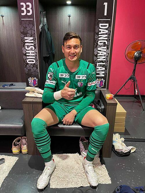 Thủ môn Đặng Văn Lâm cảm ơn tình cảm của người hâm mộ Việt Nam: Mặc dù thi đấu xa quê hương nhưng Lâm cảm nhận được tình cảm của mọi người dành cho Lâm. Trong lần đầu được giao bắt chính cho CLB Cerezo Osaka, anh đã giữ sạch lưới, giúp đội giành chiến thắng 2-0 trước CLB Gainare Tottori ở vòng 2 Cúp Hoàng Đế Nhật Bản.