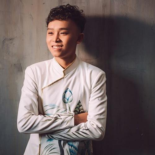 Trong 5 năm theo đuổi con đường ca hát chuyên nghiệp song song với việc học văn hoá, Hồ Văn Cường cho ra mắt một số sản phẩm âm nhạc solo và kết hợp cùng các nghệ sĩ. Nam 2019, Hồ Văn Cường lần đầu tiên được đến Mỹ khi được Phi Nhung đưa sang Las Vegas biểu diễn.