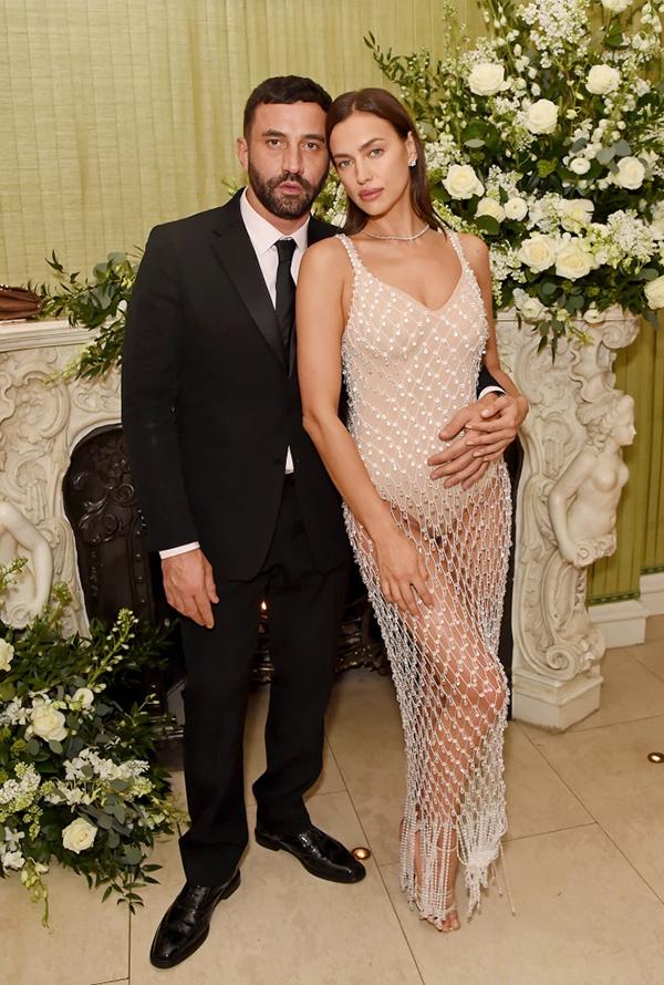 NTK Riccardo Tisci có mối quan hệ thân thiết với cả Irina lẫn Kanye.