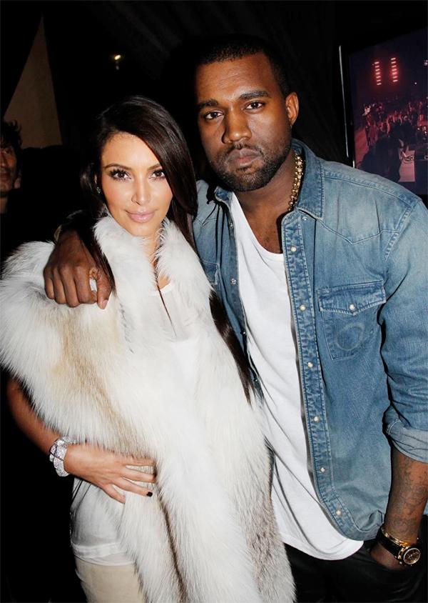 Kim Kardashian - khi ấy là bạn gái của Kanye - ngồi hàng ghế đầu trong show mà Irina catwalk.