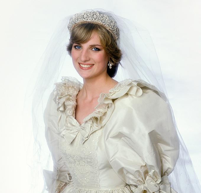 Bộ váy cưới mang tính biểu tượng của Diana cũng được trưng bày tại triển lãm Royal Style in the Making.