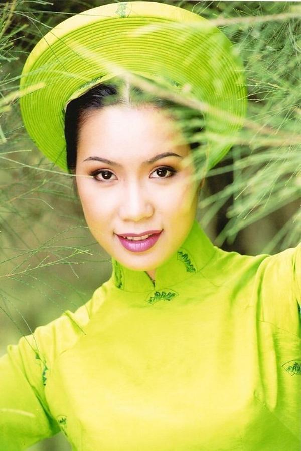 Nhờ sự lao động chăm chỉ, nghiêm túc, Trịnh Kim Chi trở thành một trong những nghệ sĩ hàng đầu của khu vực phía Nam và được phong danh hiệuNghệ sĩ Ưu túnăm 2015. Thời gian qua, chị còn thành lập, điều hành một sân khấu kịch mang tên mình tại quận 6, TP HCM.