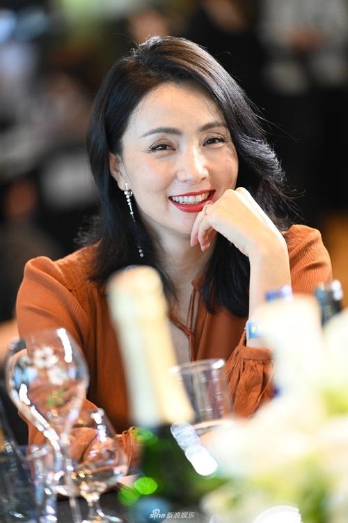 Minh tinh Đào Hồng nhuận sắc tuổi 49. Cô là một trong các giám khảo của giải thưởng năm nay.