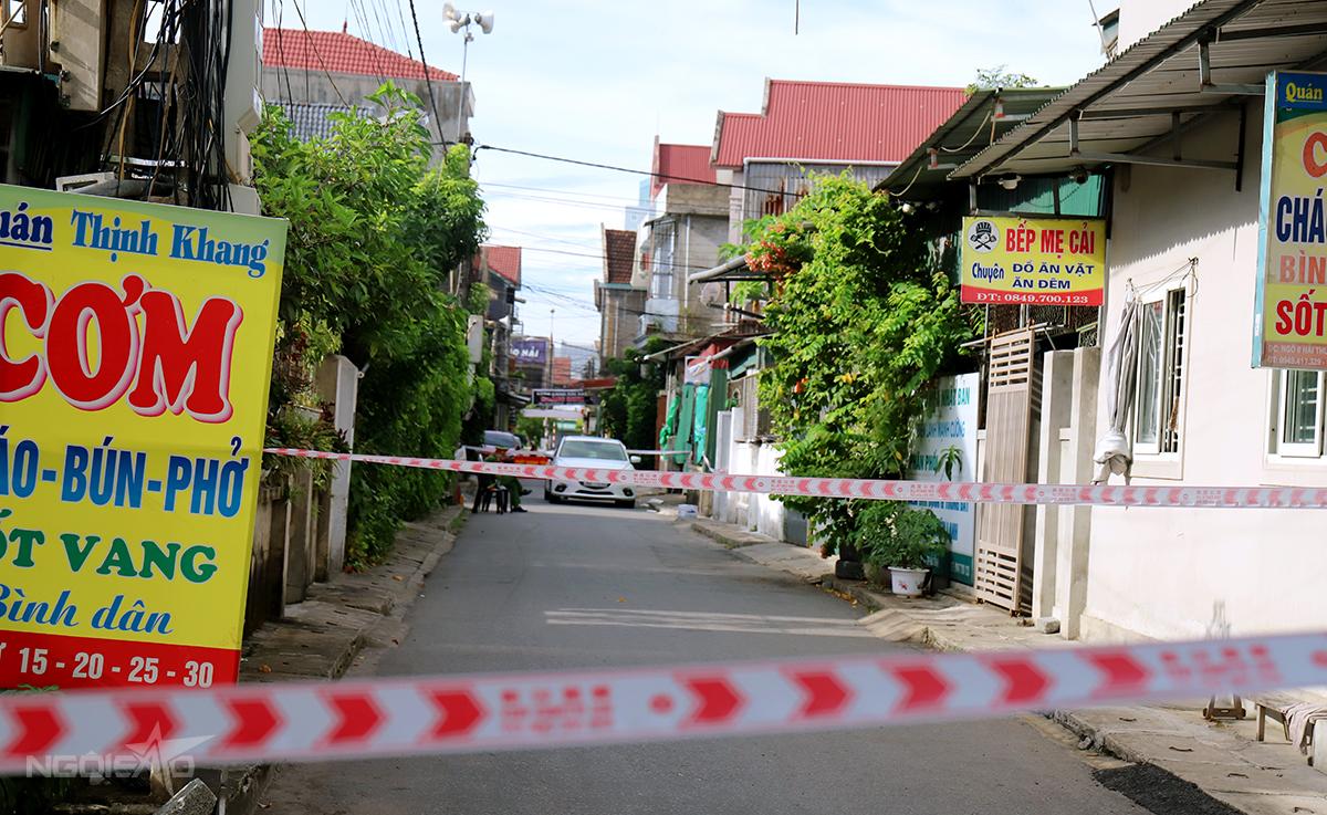 Một con ngõ ở phường Bắc Hà, TP Hà Tĩnh, gần khu vực nhà bé trai 13 tuổi bị phong tỏa, sáng 10/6. Ảnh: Hùng Lê