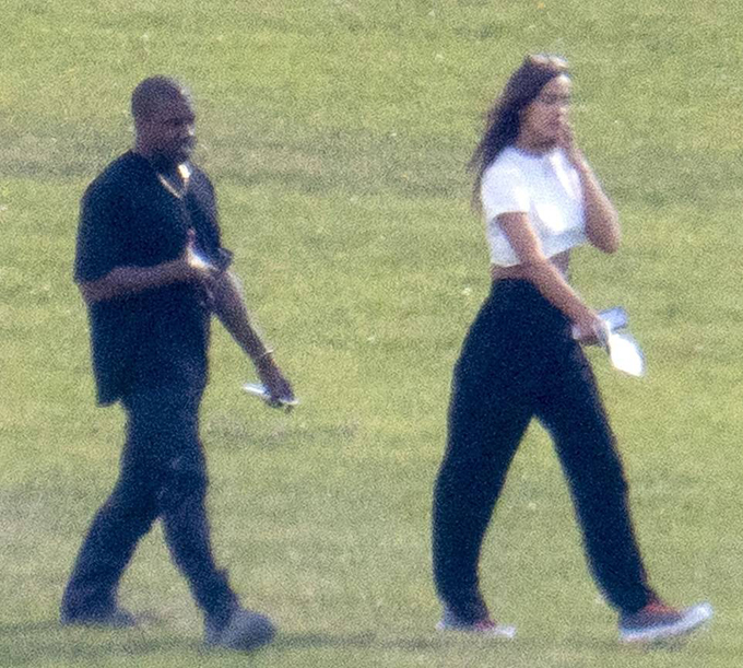 Đây là lần đầu tiên Irina và Kanye được trông thấy bên nhau sau khi tin đồn hẹn hò phát tán hai tuần trước. Hôm 25/5, một nguồn tin khẳng định trên trang mạng DeuxMoi rằng hai ngôi sao này đang bí mật qua lại với nhau. Tuy nhiên khi ấy nhiều fan đã không tin vào điều này vì chưa có cơ sở.