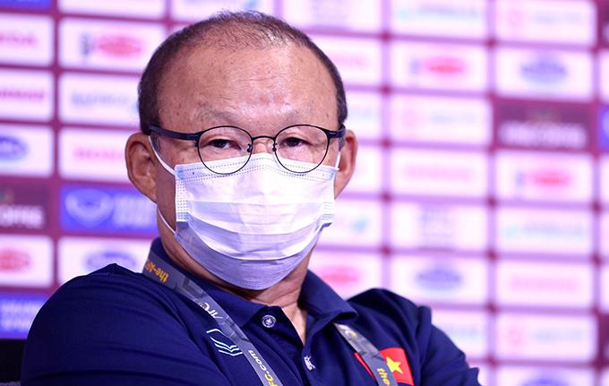 HLV Park trả lời họp báo trước trận đấu với Malaysia. Ảnh: Lâm Thoả.