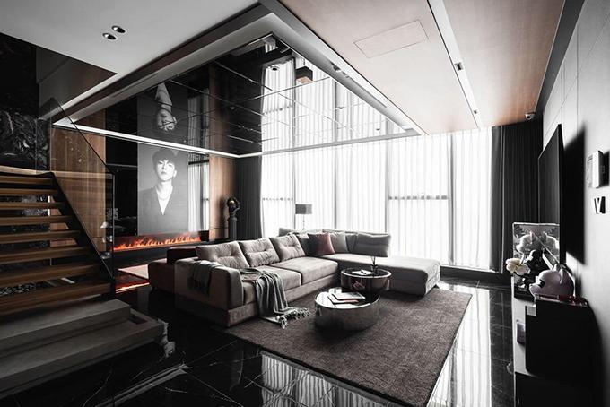 Khi nhận căn hộ lúc còn là phần thô, Hải Nam mường tượng về không gian sống trẻ trung, hiện đại nhưng trầm tính hơn các nhà trước đó. Phong cách mà anh lựa chọn cho căn hộ là tối giản và gam chủ đạo là màu tối cá tính và mạnh mẽ.