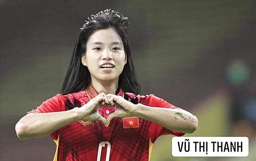 Văn Thanh cũng là người lập công trong số bốn bàn thắng đốt lưới Indonesia trước đó. Trong ảnh chế, nam cầu thủ được nhận xét khá giống ca sĩ Hoàng Yến Chibi.
